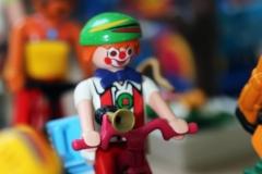 Der Clown fährt mit